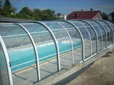 Sehr Schwimmbecken mit der Liege - Privatpool, öffentlicher Pool, die  OW52